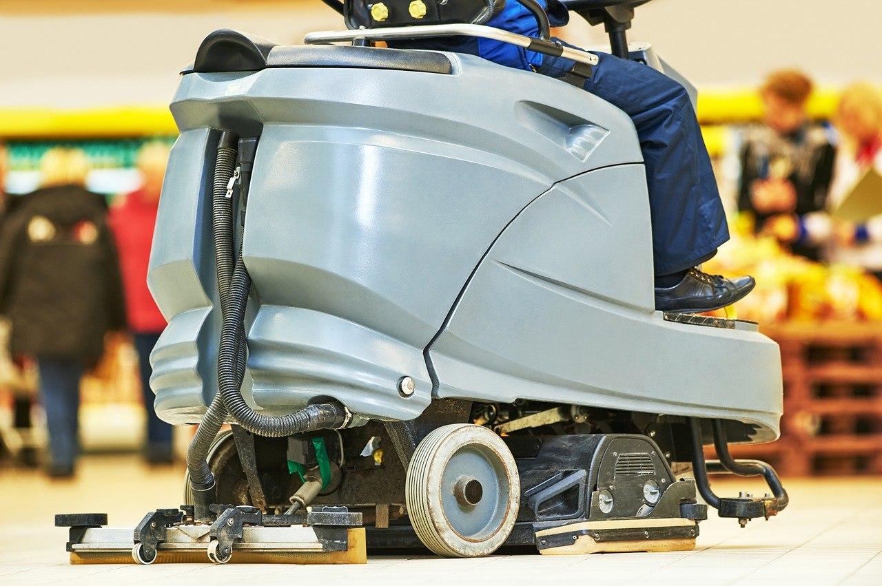 En gulvvaskemaskine gør rengøringsarbejdet lettere